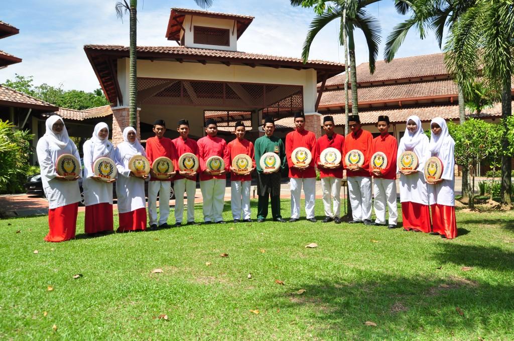 Baju Merah Rasmi (2)